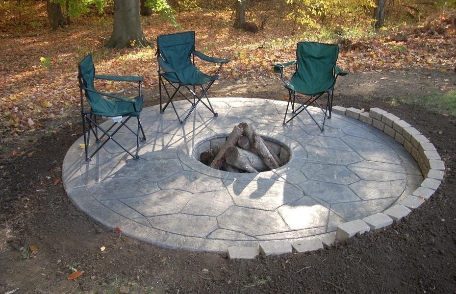 Amazing Concrete Patio Designs Ideas With Fire Pit 930x600